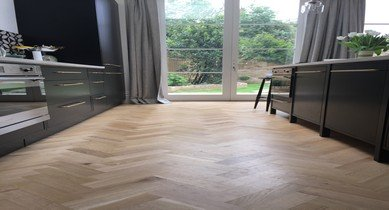 herringbone oak wood flooring example