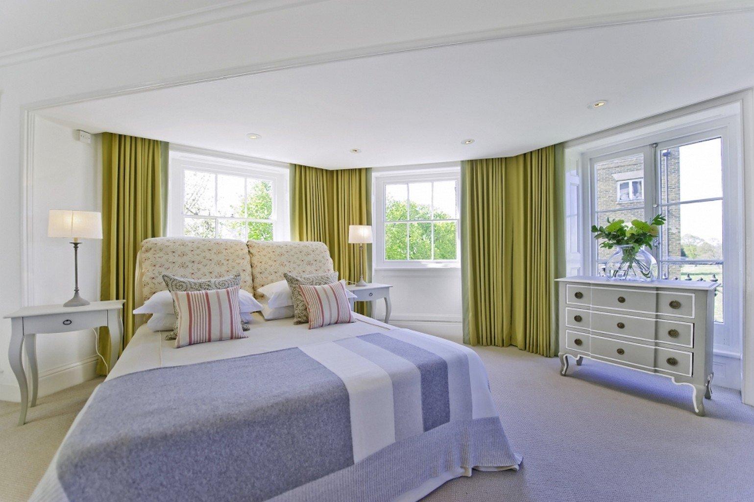 twist pile luxury carpet in bedroom